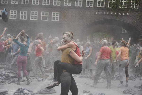 """Videotipp: das offizielle Video des Kollektivs """"1000 Gestalten"""" zu ihrer tollen Performance gegen die Globalisierung // #1000GESTALTEN #AllesAllen #g20hh"""
