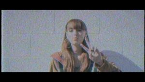 Sasha Sloan aus Los Angeles präsentiert das Video zu ihrer neuen Single 'Normal'
