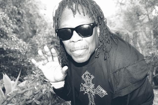 """Underground Funk-Musiker Prophet kehrt mit """"Wanna be Your Man"""" zurück und klingt gleichzeitig nach den 80ern und nach Zukunftsmusik // Video + full Album stream"""