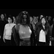 Videopremiere: AYLIN - Halt dich an mir fest