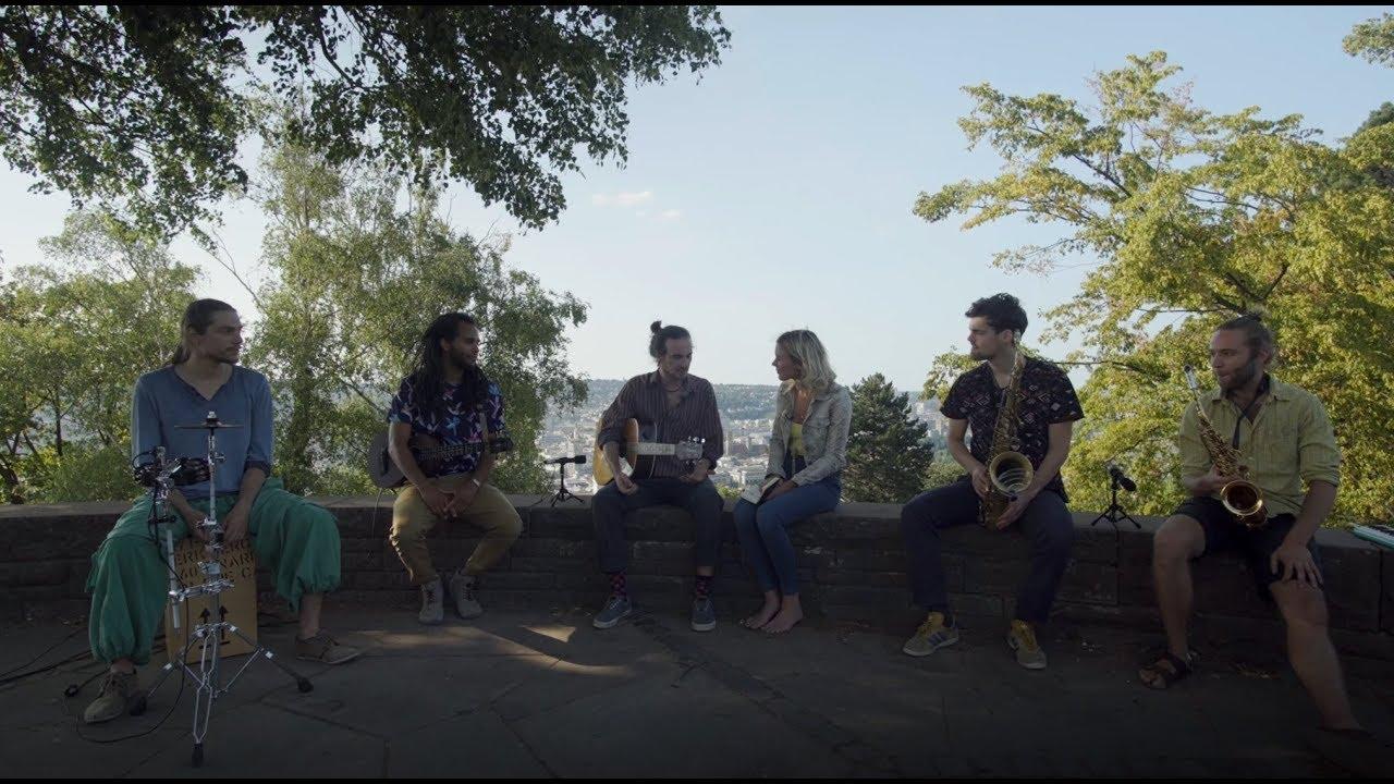 Videotipp: Joss Stone singt zusammen mit der Leipziger Band 2ERSITZ ihren Hit 'In guter Gesellschaft' über den Dächern von Stuttgart