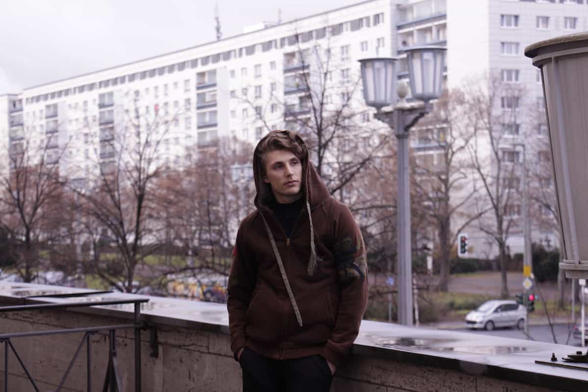 Orpheo feat. Voer - Wimpern (Video)