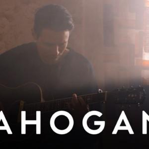 HÆLOS performen den Song KYOTO als sehr intime Acoustic-Version in der neuen MAHOGANY SESSION (Video)