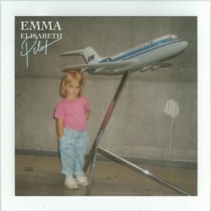 Retro-Style-Video mit Emma Elisabeth und ihrer neuen Single 'Pilot'